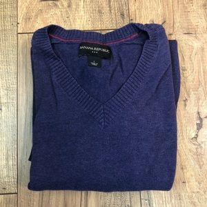 Banana Republic V neck purple sweater size large